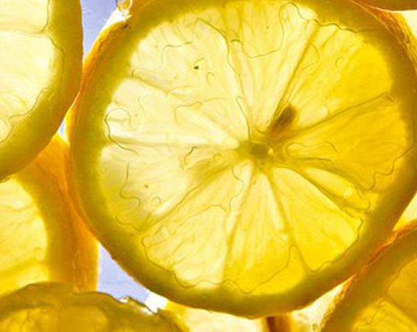 Citroner innehåller C-vitamin - kan motverka åderförfettning, bra för hjärta och kärl.
