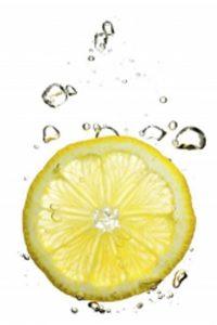 Citron i vatten mot halidos